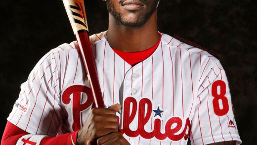 Antonio Brown Signs with the Phillies